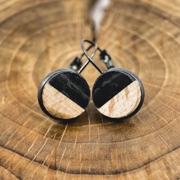 Dřevěné náušnice s černou epoxidovou pryskyřicí